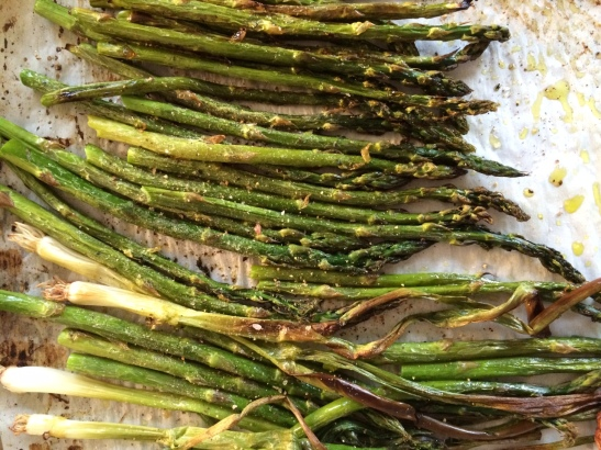Roasted Asparagus + Green Onions / Spring Meal Plan via Simply Real Health
